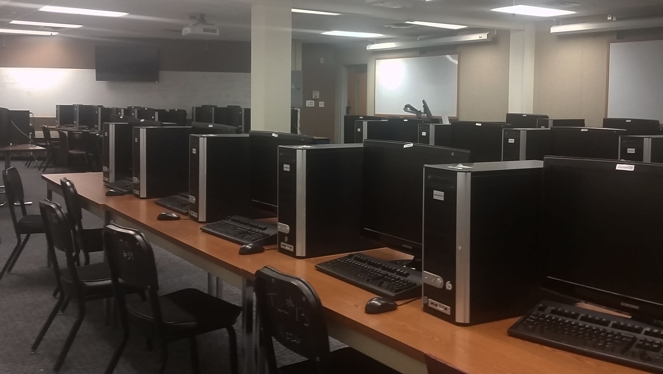 Picture of ITC's academic lab in Speare 23