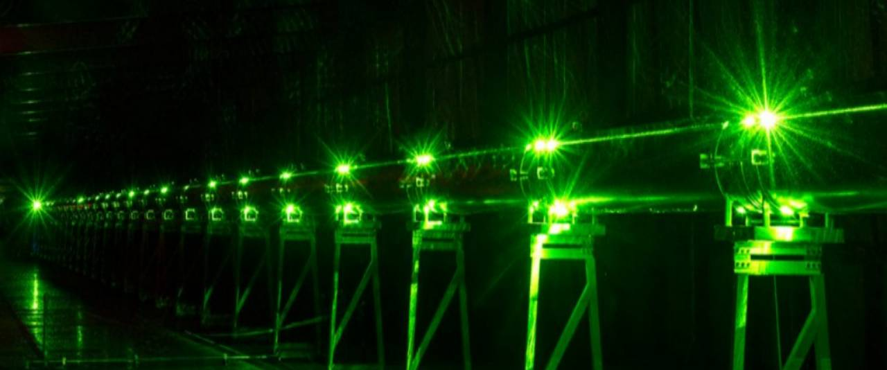 Physics Experiment with Green Laser
